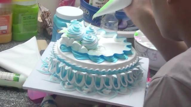國外烘焙達人分享生日蛋糕裱花全程