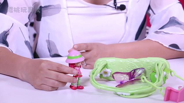 樱桃玩具秀:草莓娃娃的草莓屋玩具分享