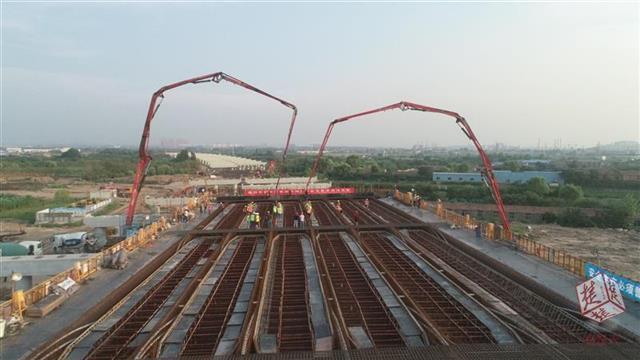 武汉东四环线开始上部结构施工,首联现浇箱梁成功浇筑