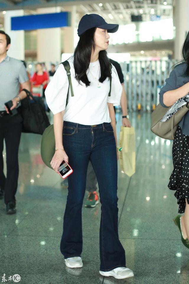 组图:9月2日姚晨现身北京机场,简单衣着