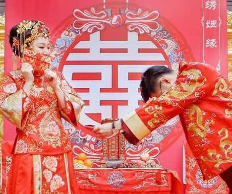 中式婚礼礼服有几种 如何选择合适自己的中式礼服【婚礼纪】