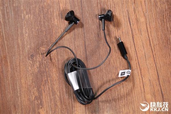 入耳式耳机与半入耳式耳机的优点区别 - 泪雪网