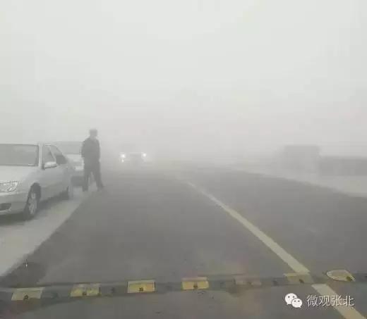 张石高速去往张北方向发生重大交通事故,张家口北入口封闭
