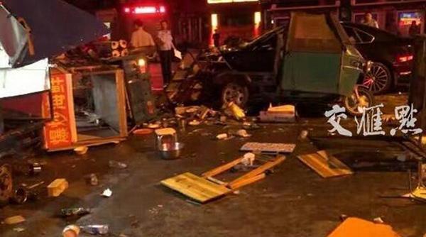 凌晨,南京一辆工程车冲出100多米,连撞20车!司机说当时他在