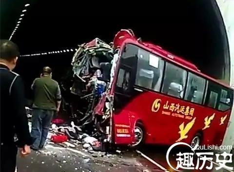 【拍客】山西太旧高速大客车事故死亡七人