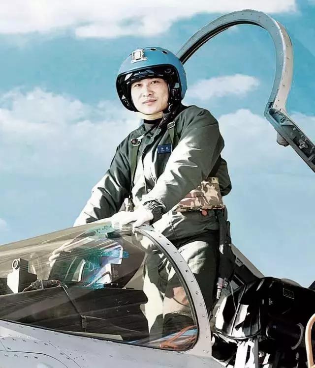 飞行员张超:年轻的生命永远留在祖国的蓝天上