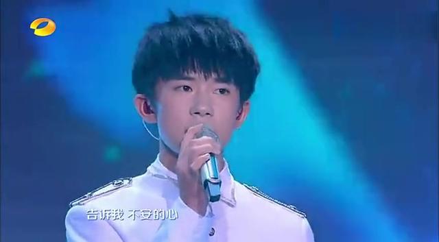 中秋节王俊凯素颜直播吃螃蟹,网友:真想做他嘴里的螃蟹被吃掉!