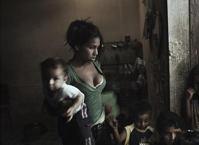 这些女孩十几岁就成为性工作者,余生都在这样的生活中渡过,只因村中的一个传说!