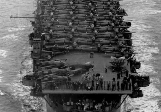 一年建了50艘护航航母,其中2艘只用76天,满载10200吨