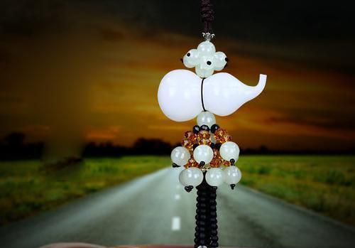 汽车挂件翡翠玉石高档车载车用挂饰男女车内装饰品貔貅吊坠保平安