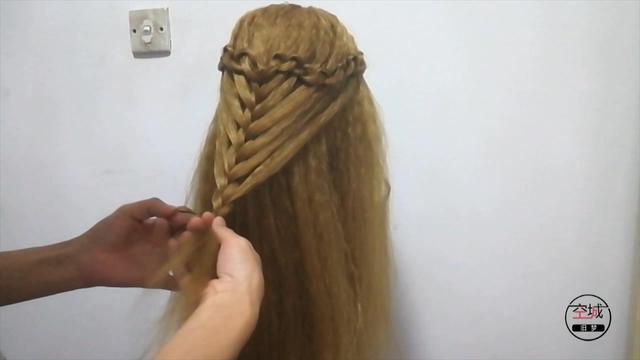 公主披发编发发型图片