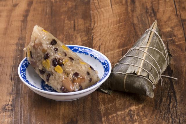端午节包粽子,用长糯米还是圆糯米?口感差别很大,别再选错了