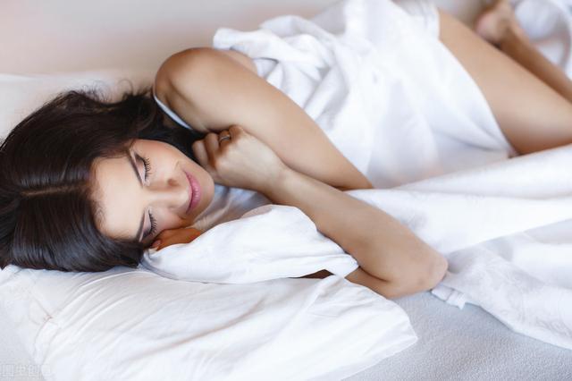 減肥期間,牢記「早起3堅持、睡前3原則」,體重快速降下來