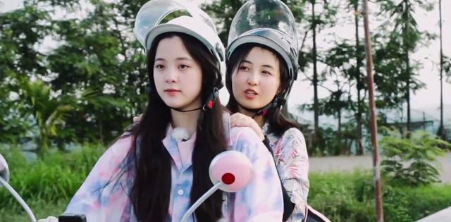 两个女生百合过程图片