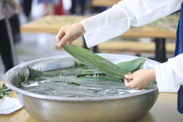 粽子煮多久才能熟?不懂先看看,这样煮半个小时,粽子软糯不夹生