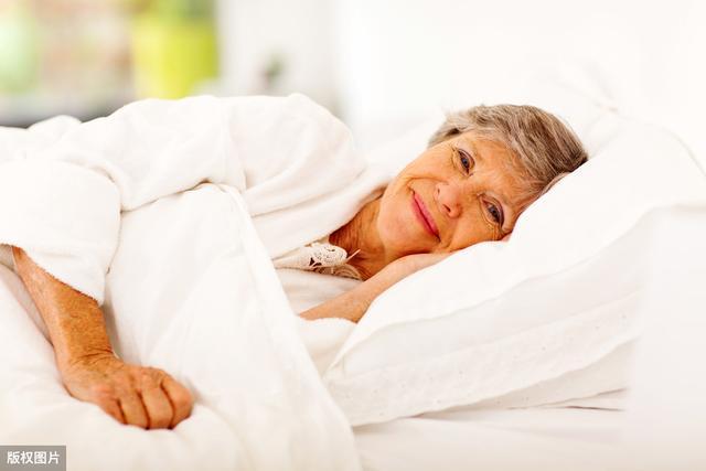 夏季老年人应如何养生?做到这3点,防病保健康