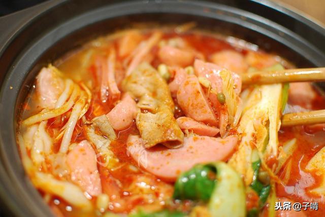 来吃碗超豪华的米线,配菜和肉给的特别多,吃到最后才想起来米线