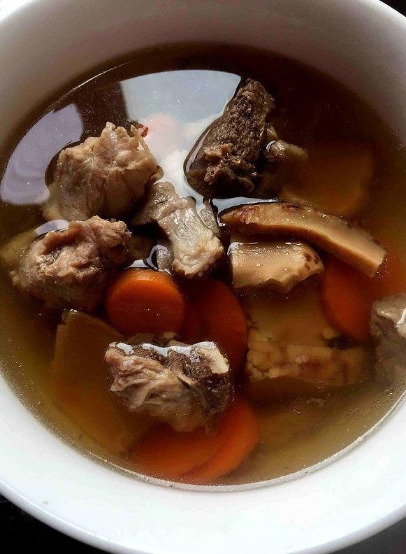 排骨汤这样炖,味道鲜美无腥味,清爽不油腻
