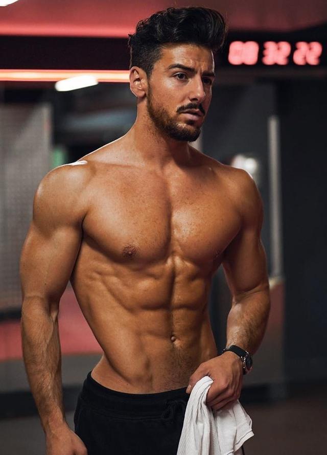 30岁的男人如何搭配,才能大气稳重,并且质感实足!
