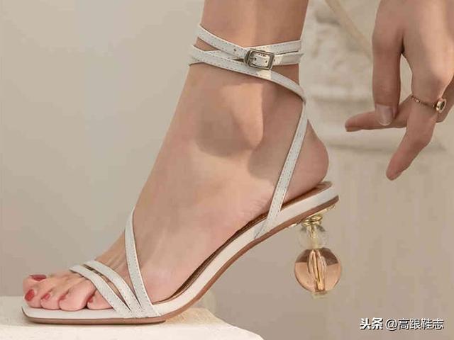 休闲鞋高帮系带