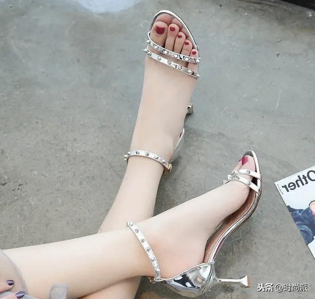 平底凉鞋女款