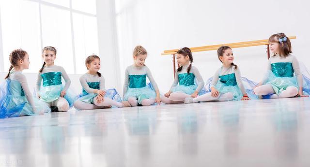 小女孩都要学习舞蹈吗?家长别盲目跟风,考虑好再决定