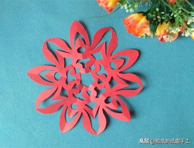 年俗|这里有12套剪纸手工速成图解,过年了,用花朵让家里焕然一新吧!