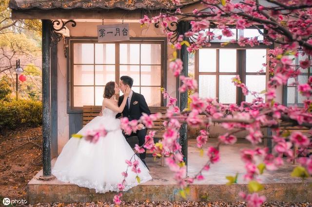 古代结婚礼服款式有哪些 中式婚纱礼服如何搭配