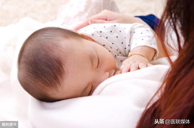 母乳喂养好处多!上班族妈妈做好这4点,照样能坚持母乳喂养