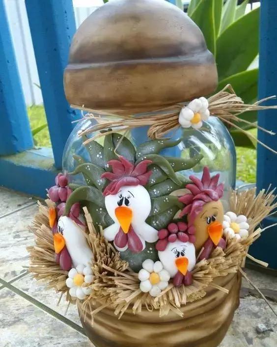别致的小花瓶泥塑作品