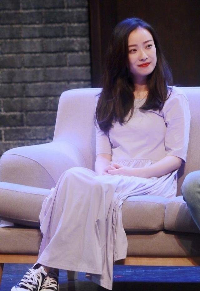 """2019最流行的香芋紫,倪妮美得很""""不真实"""",宋茜鸡毛穿上身!"""