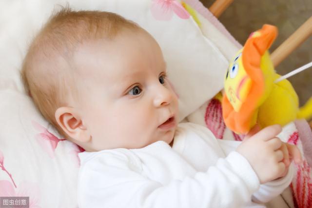 3个月婴儿脖子歪图片