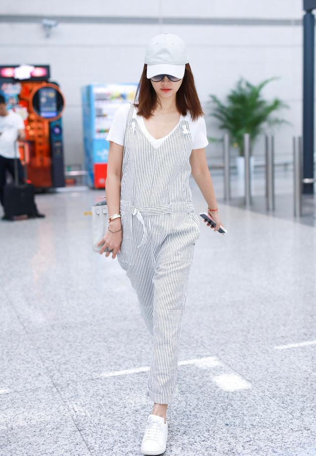牛仔裤能搭配白衬衣吗