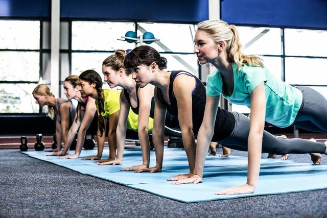 每天做這個動作5次,放鬆肌肉,提高身體靈活性
