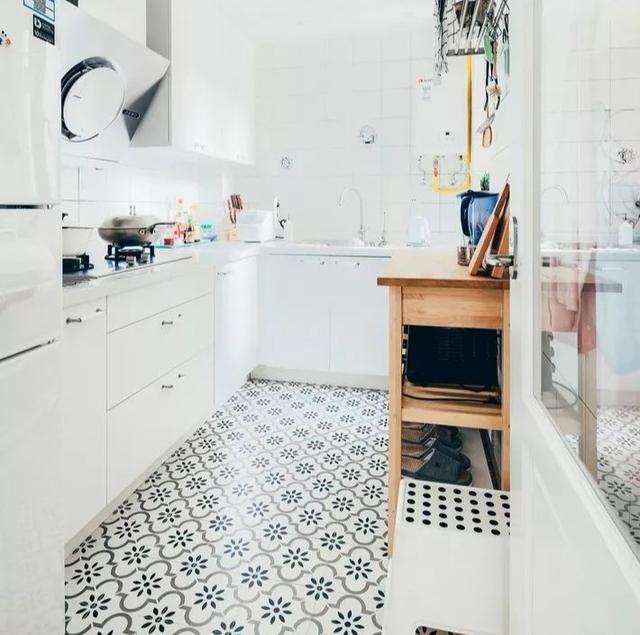 这些小户型厨房瓷砖搭配效果图真心不错!小厨房墙地砖选择技巧!