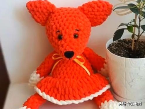 隔壁大姐编织技术真高啊!她用毛线编的小动物太可爱了
