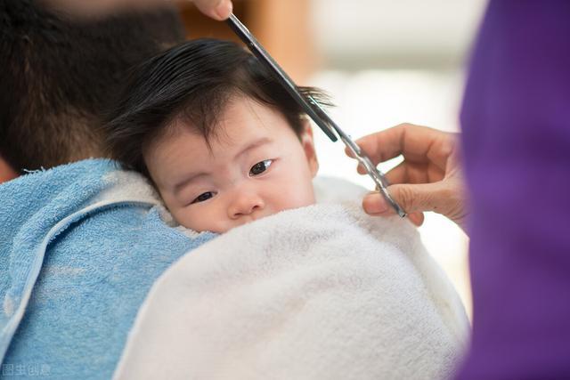 孩子一理发就哭闹?行为背后是自我意识发展不明显的体现