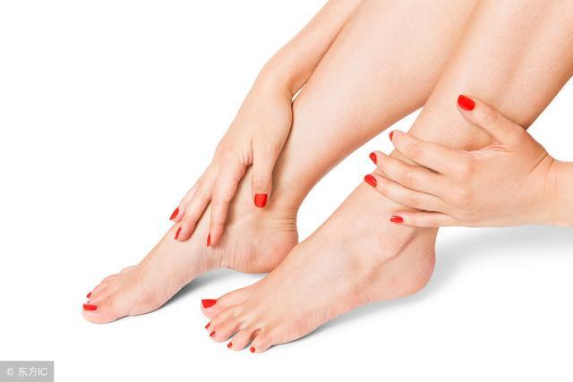 脚指甲为什么往肉里长?脚指甲上有横纹怎么回事?