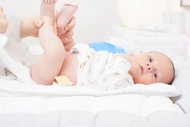 """攒肚意味着宝宝进入""""猛涨期"""",这两件事少做,干预发育影响健康"""