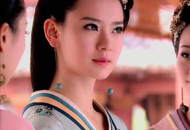 她是汉朝第一位长公主,地位尊贵无比,在六十岁时却爱上美少年