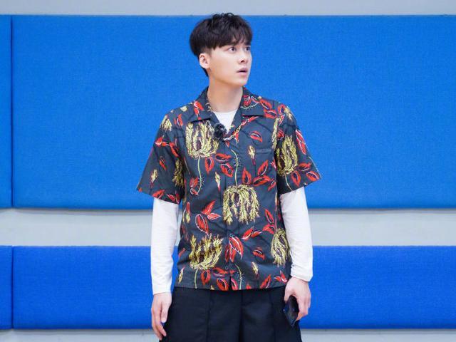 运动型男夏日如何穿出时髦范?李易峰的造型时髦帅气,值得参考