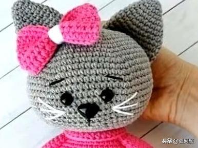 有个会编织的妈妈真幸福!用钩针编织小动物,宝宝玩得高兴