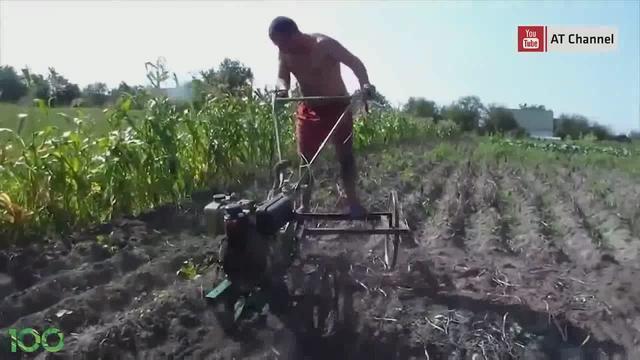 牛人用摩托车改装的耕地机械,真是大开眼界