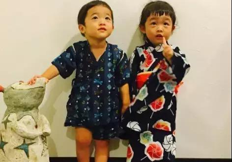 日本一妈妈趁女儿和儿子睡着之后,偷偷做出这种事,会玩