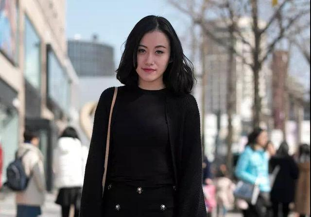 """打底裤配裙子不流行了?今冬流行""""裤中裤""""穿搭,时尚保暖两不误"""