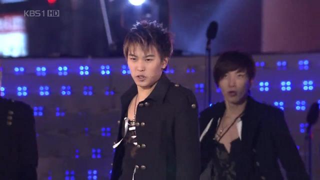 十二年前跨年夜!SJ表演这首强节奏的歌,还有韩文版友谊地久天长