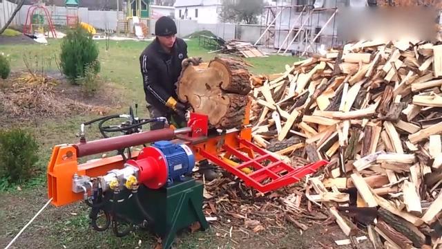 实拍德国小型伐木机工作全过程,这机器伐木太有效率了