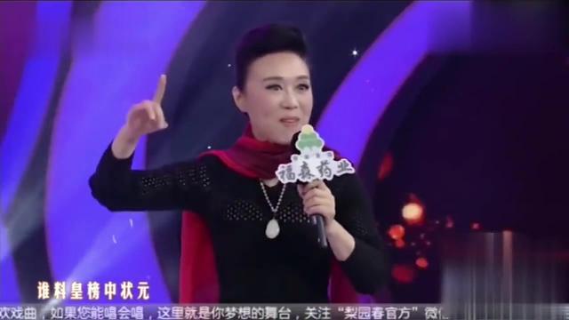 吴琼老师演唱黄梅戏,带动好几百人跟她一起唱,经典!