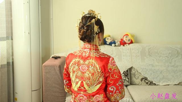 秀禾服新娘盘发教程 演绎传统中式复古美_黑光网