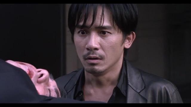 无间道震撼镜头:黄警官被从天台扔下,场面震撼,阿仁怒了